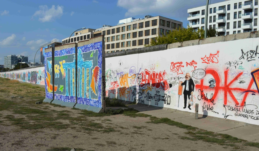 Graffiti along the west side wall of the East Side Gallery