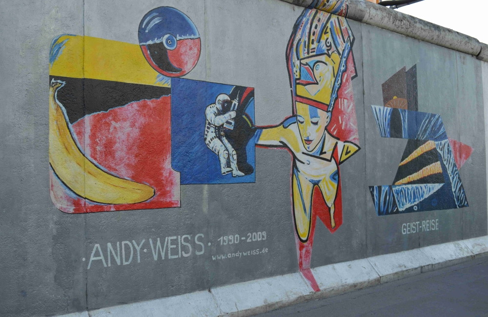 Photo of a mural in East Side Gallery