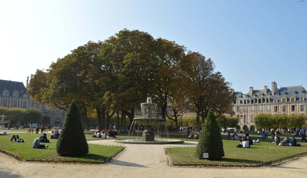 Place des Vosges garden